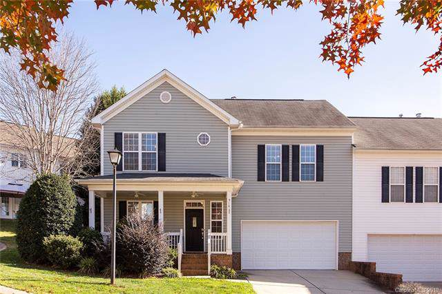 910 Dunes Court, Fort Mill, SC 29715 (#3574088) :: The Andy Bovender Team