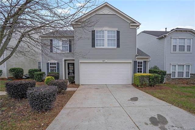 8817 Oak Drive NE, Charlotte, NC 28269 (#3574323) :: Carlyle Properties
