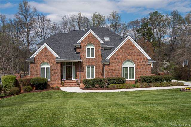 18801 River Falls Drive, Davidson, NC 28036 (#3575046) :: Carlyle Properties