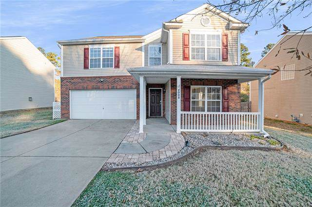 4008 Larkhaven Village Drive, Charlotte, NC 28215 (#3575296) :: The Ramsey Group