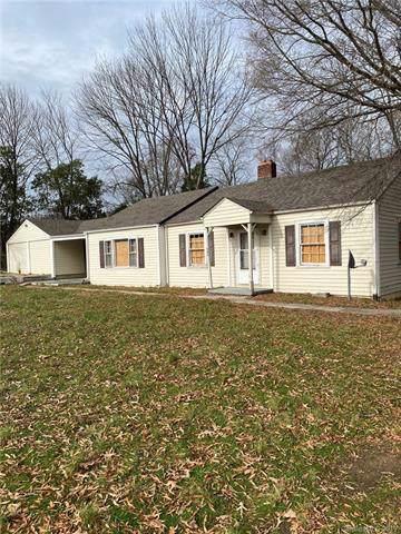 205 E Phifer Street, Monroe, NC 28110 (#3577821) :: Stephen Cooley Real Estate Group
