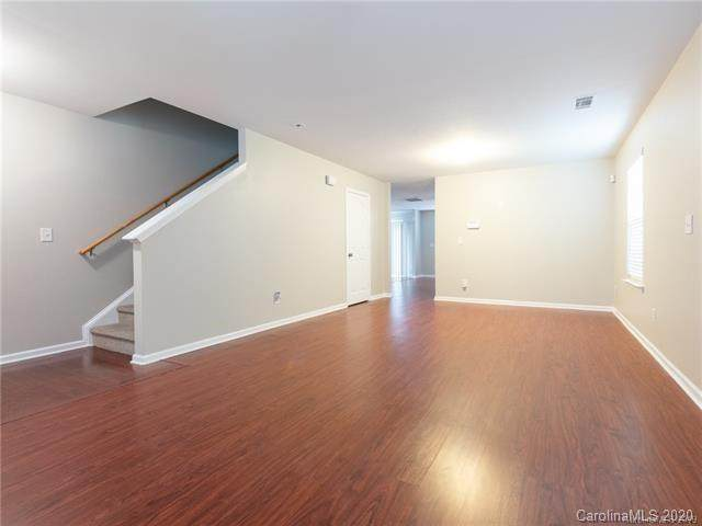 8807 Earthenware Drive, Charlotte, NC 28269 (#3579318) :: Carlyle Properties