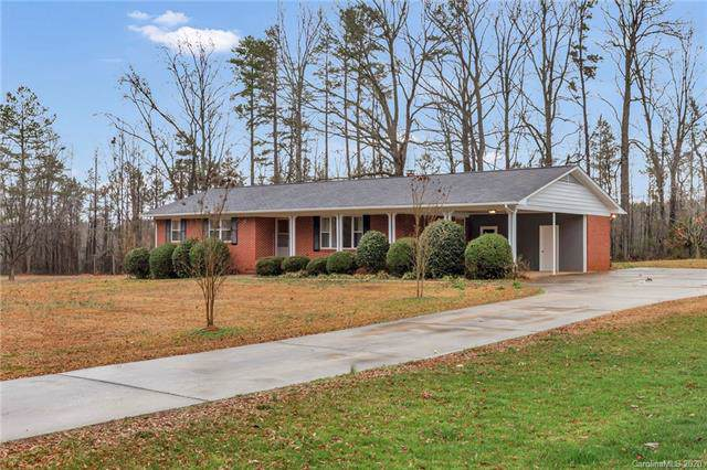 10627 Forest Drive, Matthews, NC 28105 (#3581329) :: Rinehart Realty