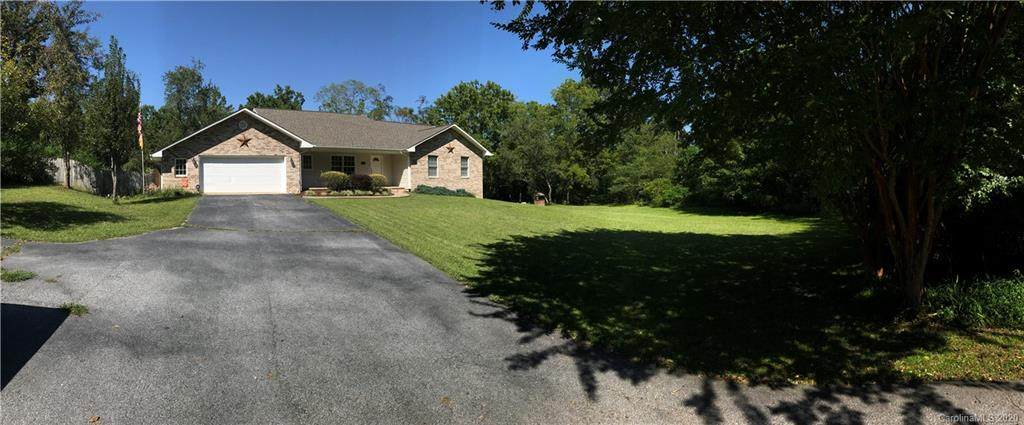 213 S Rugby Road, Hendersonville, NC 28791 (#3581586) :: Charlotte Home Experts