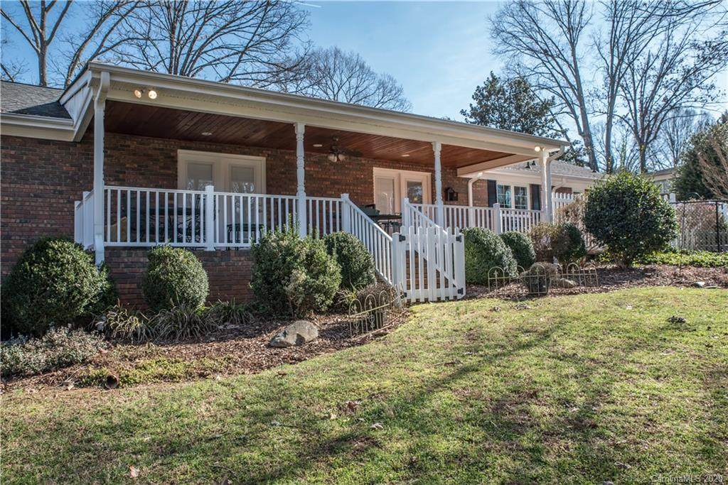 745 Ferndale Drive, Statesville, NC 28677 (#3581742) :: Rowena Patton's All-Star Powerhouse