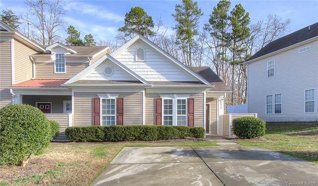 8271 Carob Tree Lane, Charlotte, NC 28215 (#3582898) :: MartinGroup Properties