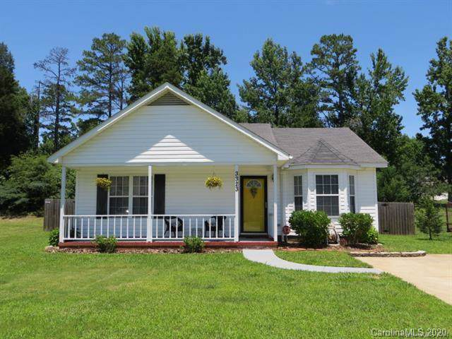 3323 Atlas Drive, Charlotte, NC 28269 (#3584485) :: Roby Realty
