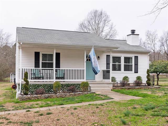 15220 Pawnee Trail, Matthews, NC 28104 (#3584617) :: Carlyle Properties