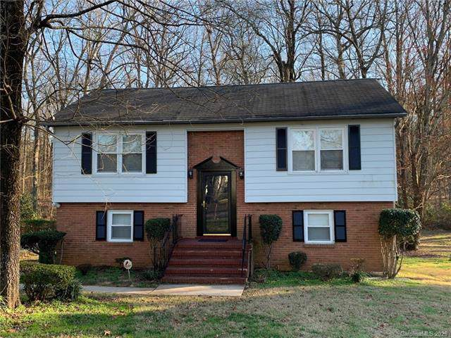 2762 Meadowcliff Drive, Charlotte, NC 28215 (#3584894) :: The Andy Bovender Team