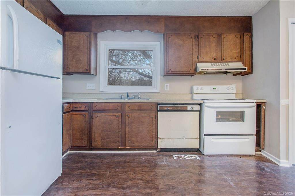 3325 Fincher Boulevard, Charlotte, NC 28269 (#3585696) :: Stephen Cooley Real Estate Group