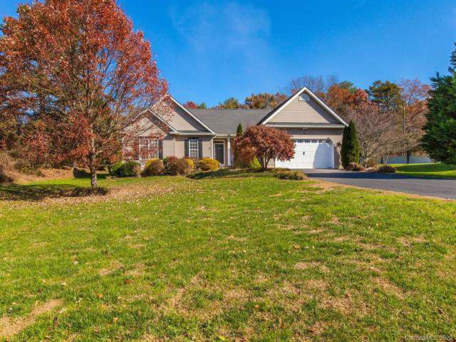74 Classic Oaks Circle, Hendersonville, NC 28792 (#3585745) :: Roby Realty