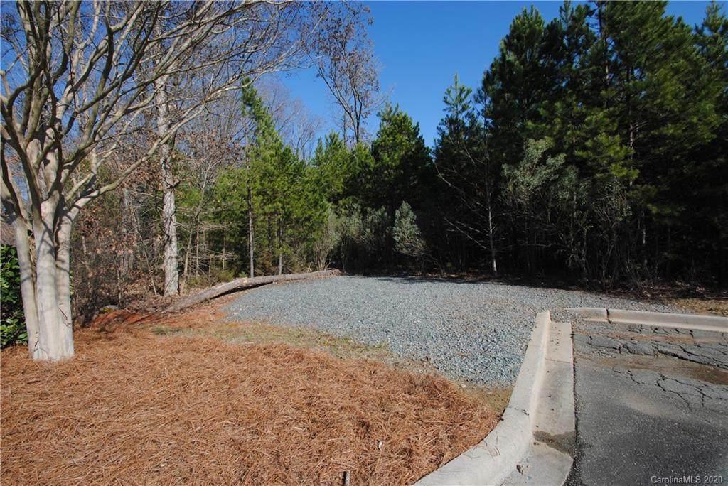 9621 Northeast Parkway, Matthews, NC 28105 (#3586587) :: Puma & Associates Realty Inc.