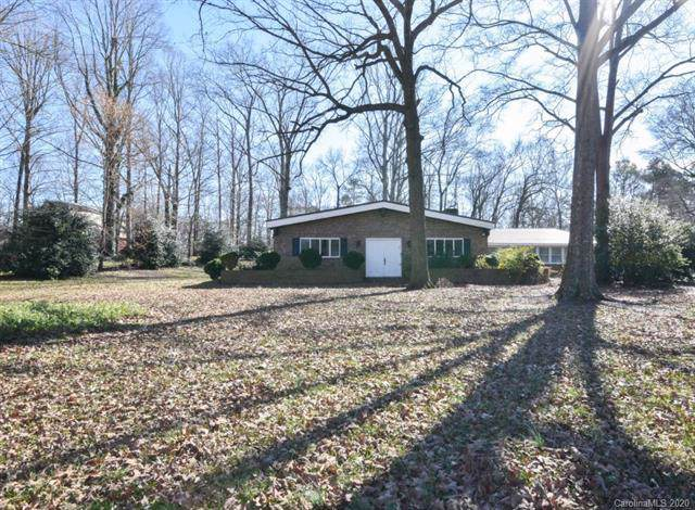 2211 Unionville Indian Trail Road W, Indian Trail, NC 28079 (#3586627) :: Homes Charlotte