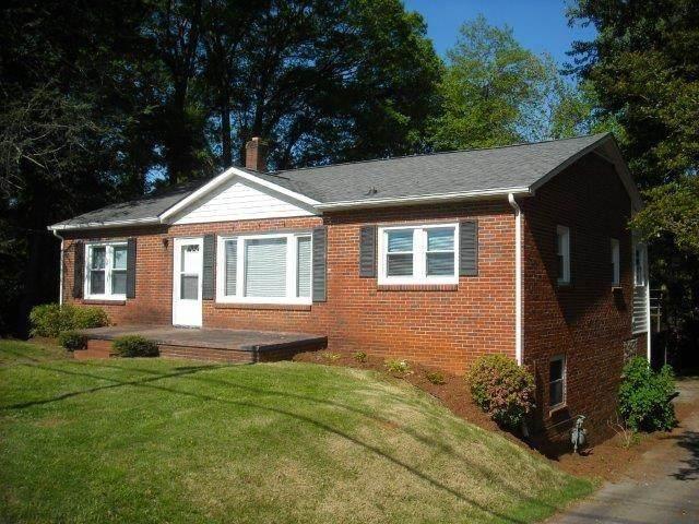 3039 N Center Street, Hickory, NC 28601 (#3614121) :: Rinehart Realty