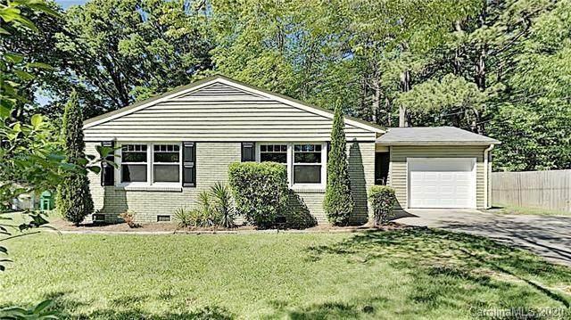 4245 Vinetta Court, Charlotte, NC 28215 (#3626068) :: BluAxis Realty