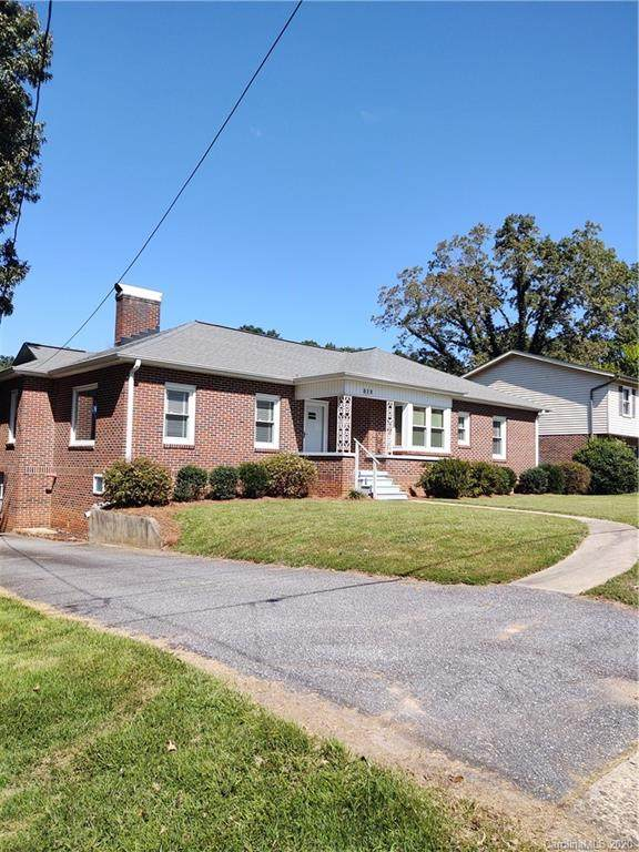 819 4th Street Drive NW, Hickory, NC 28601 (#3660990) :: LePage Johnson Realty Group, LLC