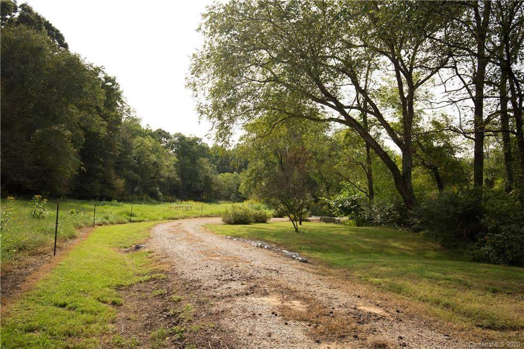 1221 Country Road - Photo 1