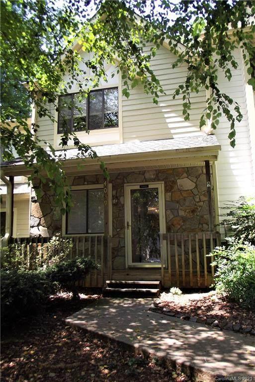 4039 Course Drive, Charlotte, NC 28277 (#3699498) :: www.debrasellscarolinas.com