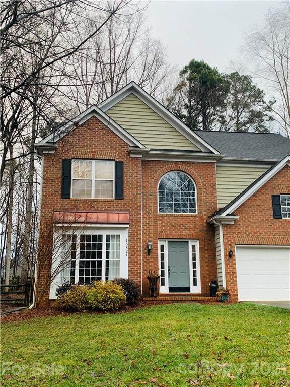 15824 Prestwoods Lane, Huntersville, NC 28078 (#3708593) :: Austin Barnett Realty, LLC