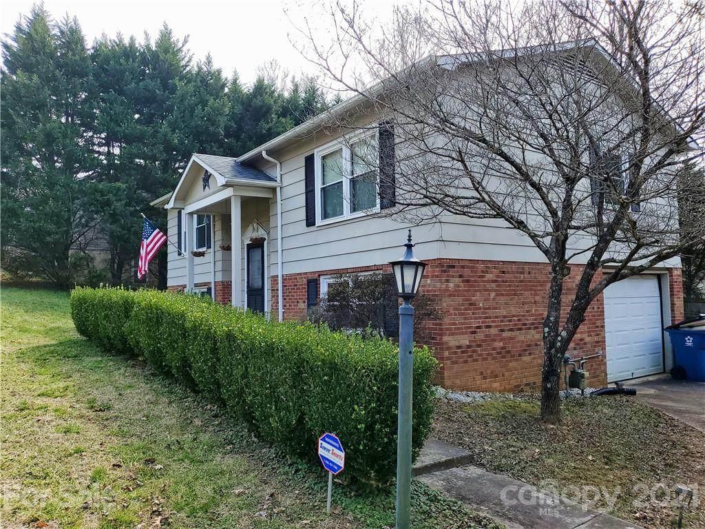 216 Edgewood Circle - Photo 1