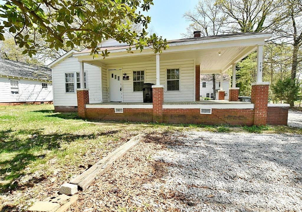 729 Confederate Avenue - Photo 1