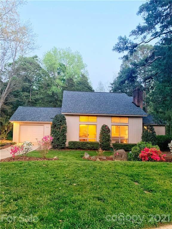 4714 Carmel Vista Lane, Charlotte, NC 28226 (#3729331) :: LePage Johnson Realty Group, LLC