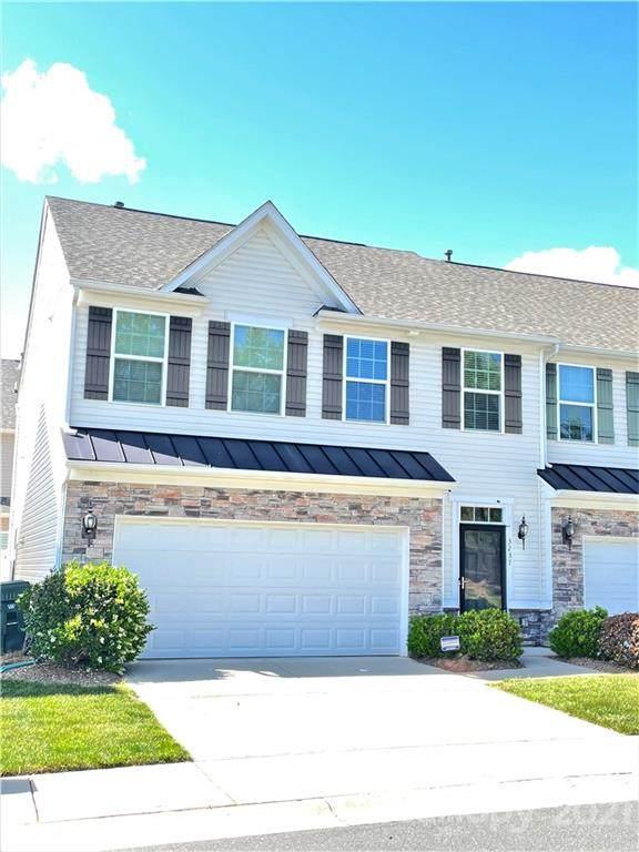 3237 Mistletoe Drive, Charlotte, NC 28273 (#3737909) :: Carolina Real Estate Experts