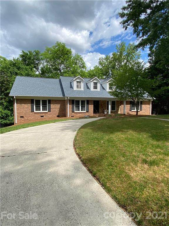 4851 Lindstrom Drive, Charlotte, NC 28226 (#3738157) :: Rowena Patton's All-Star Powerhouse