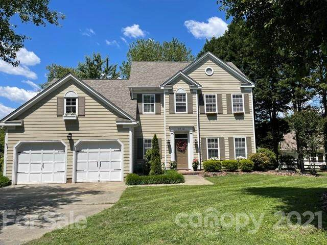 9718 Little River Court, Matthews, NC 28105 (#3740000) :: SearchCharlotte.com