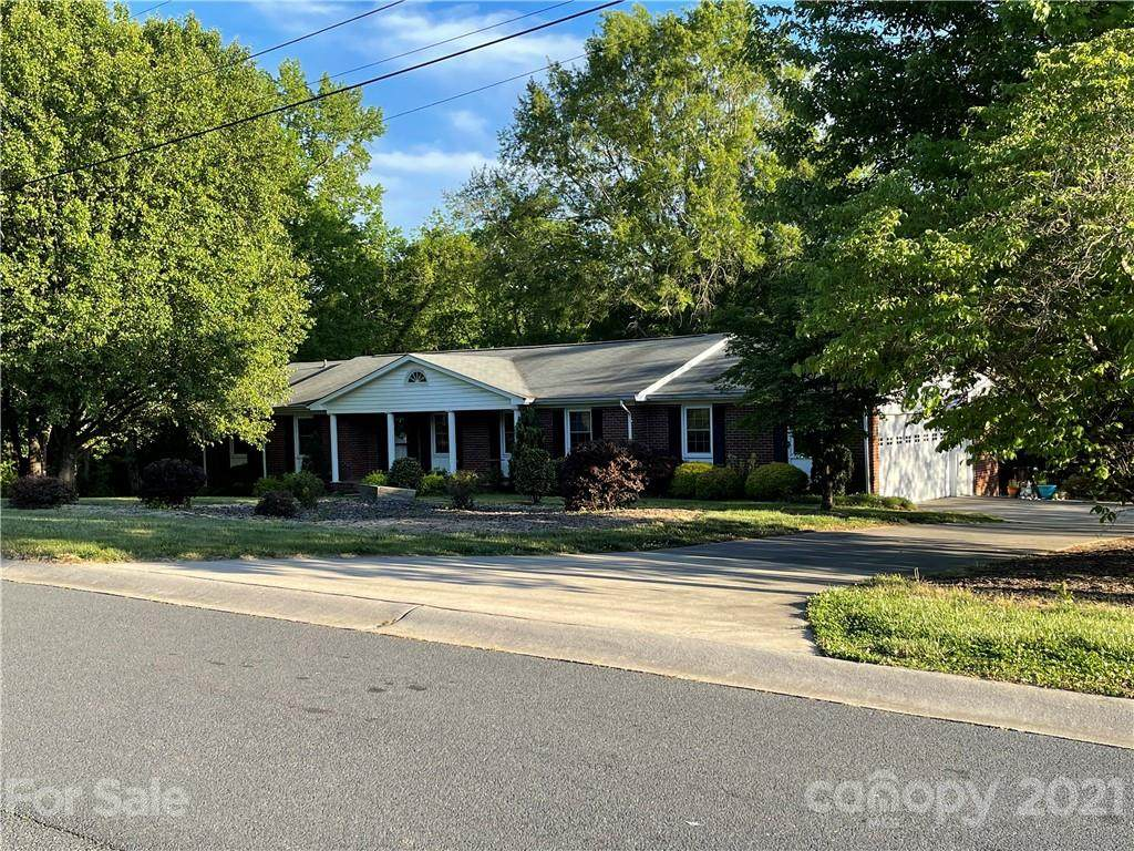 1304 Colonial Drive - Photo 1