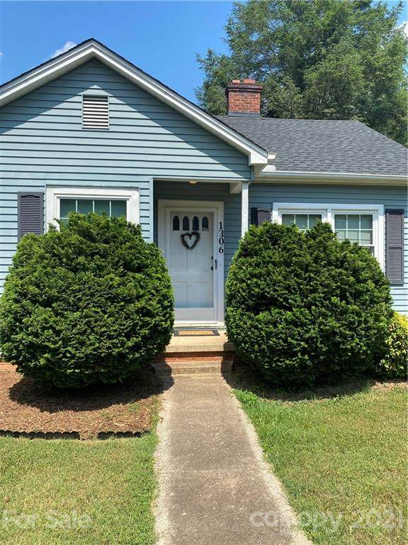 1306 11th Street NW, Hickory, NC 28601 (#3749169) :: Carmen Miller Group