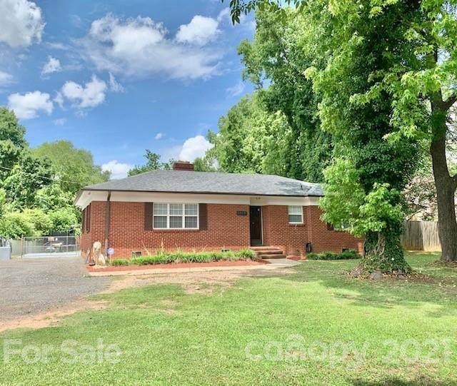 5627 Hickory Grove Road, Charlotte, NC 28215 (#3750882) :: Homes Charlotte