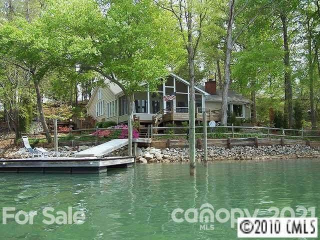 208 Island View Road, Mount Holly, NC 28120 (#3761792) :: Lake Wylie Realty