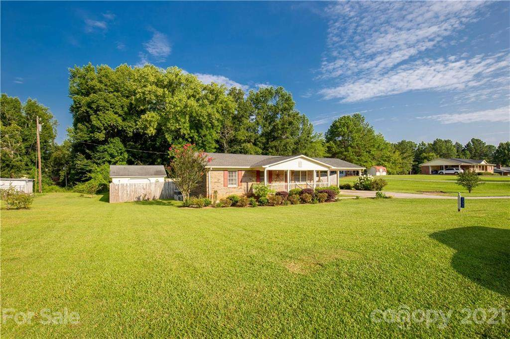 2352 Country Club Drive - Photo 1