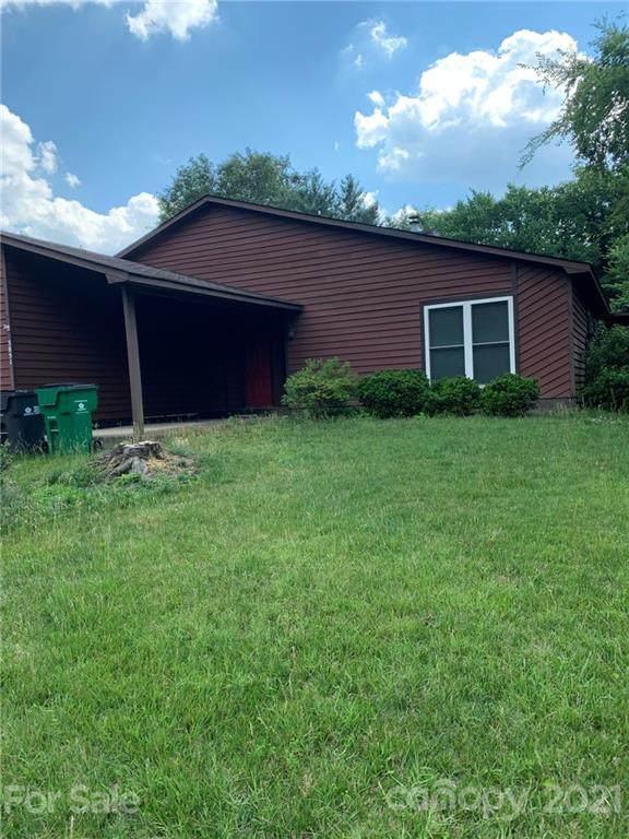 3851 Sweetgrass Lane, Charlotte, NC 28226 (#3768639) :: Besecker Homes Team