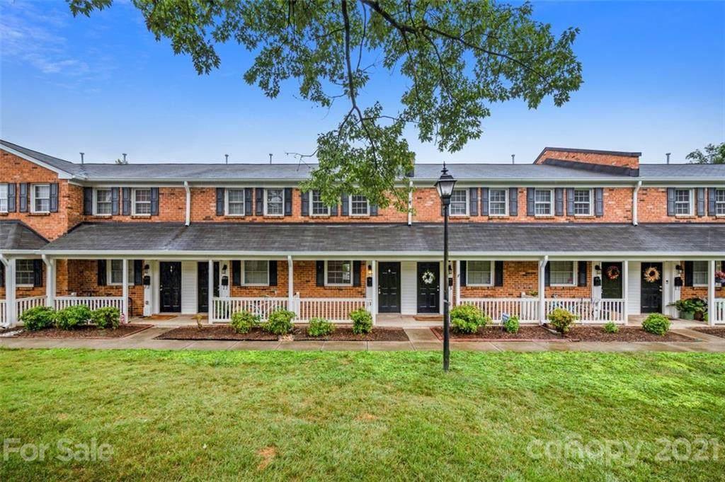 1318 Green Oaks Lane - Photo 1