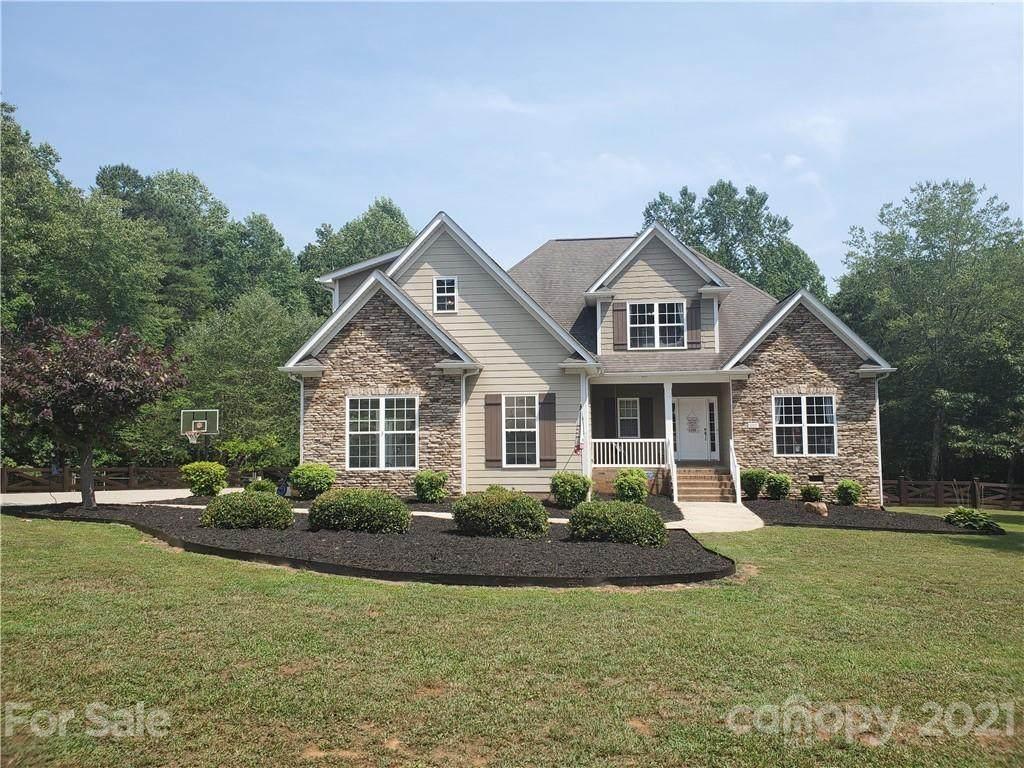 3207 Oak Ridge Circle - Photo 1