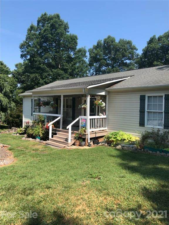 5570 George Henry Drive, Hickory, NC 28602 (#3781723) :: Caulder Realty and Land Co.