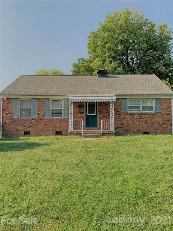 2120 Syracuse Drive, Charlotte, NC 28216 (#3785724) :: Love Real Estate NC/SC