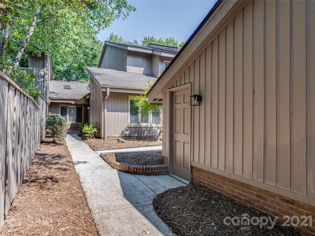 5304 Wingedfoot Road - Photo 1
