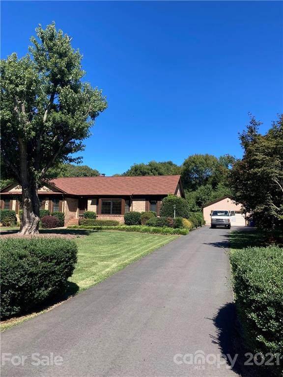 3100 Windrow Lane, Matthews, NC 28105 (#3789303) :: Caulder Realty and Land Co.