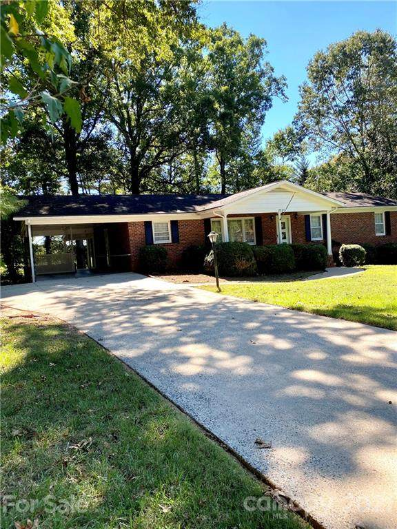2031 Colonial Lane, Hickory, NC 28601 (#3795367) :: Cloninger Properties