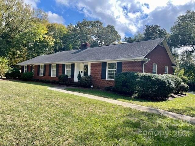 4648 Carmel Vista Lane, Charlotte, NC 28226 (#3800163) :: MartinGroup Properties
