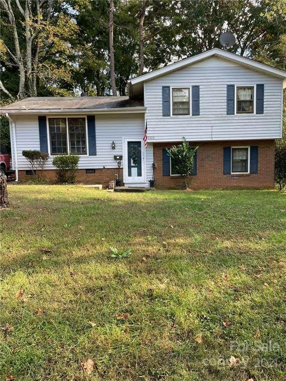 6600 Covecreek Drive, Charlotte, NC 28215 (#3800403) :: MartinGroup Properties