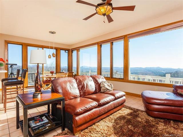 270 Country Ridge Road, Hendersonville, NC 28739 (#3251434) :: High Performance Real Estate Advisors