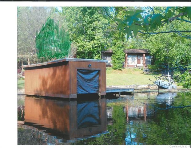 1506 W Lake Shore Drive W, Landrum, SC 29356 (#3280458) :: Charlotte Home Experts