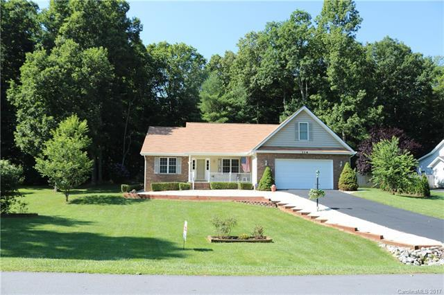 318 Classic Oaks Circle, Hendersonville, NC 28792 (#3303782) :: Puffer Properties