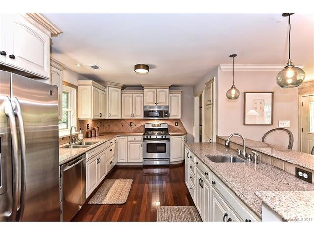 215 Manning Drive, Charlotte, NC 28209 (#3320271) :: The Temple Team