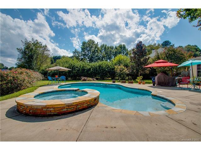 8518 Lyman Oak Court, Huntersville, NC 28078 (#3320785) :: Cloninger Properties