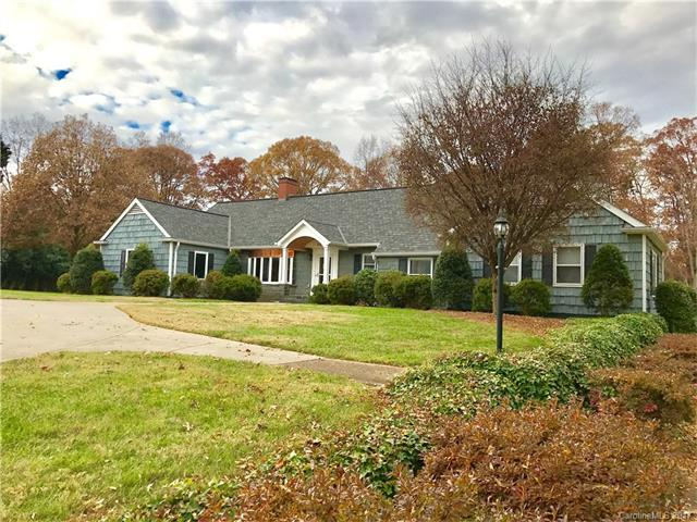 326 Summit Avenue, Statesville, NC 28677 (#3340780) :: Exit Mountain Realty